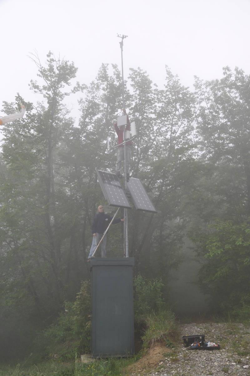 Enzo e Gianluca alla stazione meteo di Rusino